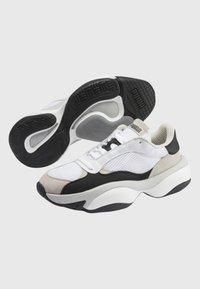 Puma - PUMA ALTERATION KURVE TRAINERS UNISEX - Skate shoes - dark grey - 2