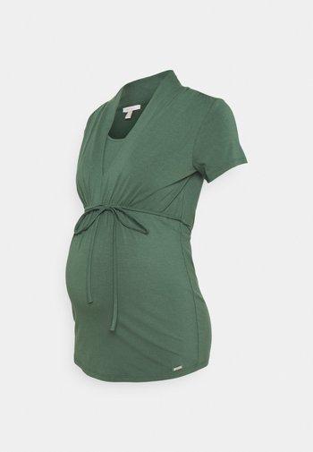 NURSING - Print T-shirt - vinyard green