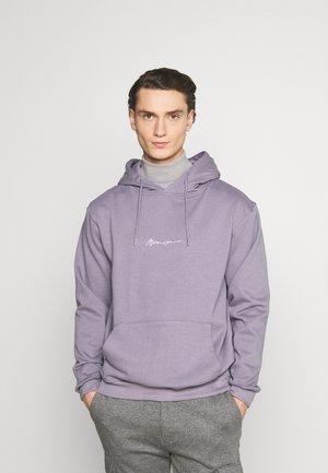 ESSENTIAL SIGNATURE HOODIE UNISEX - Jersey con capucha - murky violet