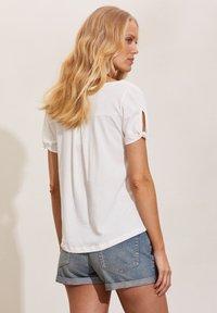 Odd Molly - KALEI - Print T-shirt - light chalk - 1