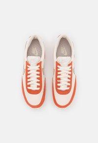 Nike Sportswear - DAYBREAK - Baskets basses - pale ivory/desert sand/light sienna/white - 4