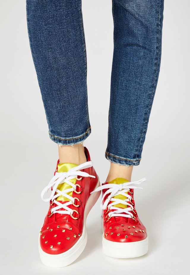 Sneakers hoog - red