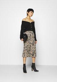 Moss Copenhagen - SANDRA ELLANORA SKIRT - Pencil skirt - black zebra - 1