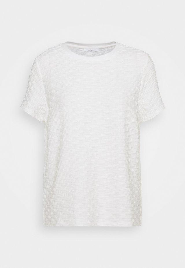 SAANY - T-shirts - milk