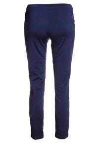 Puma - LIGA TRAINING PANTS CORE  - Teplákové kalhoty - peacoat/white - 1