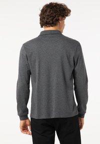 Pierre Cardin - GESTREIFT - Polo shirt - schwarz - 2