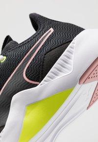 Puma - INCITE FS SHIFT - Chaussures d'entraînement et de fitness - black/bridal rose - 5