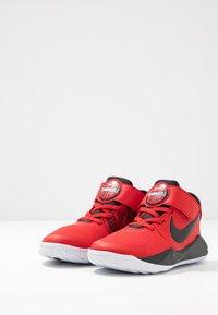 Nike Performance - TEAM HUSTLE 9 UNISEX  - Basketball shoes - university red/black/white - 3