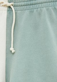 PULL&BEAR - MIT COLOUR-BLOCK - Shorts - white - 4