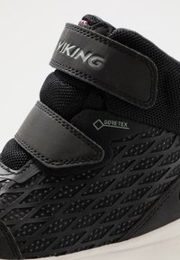 Viking - HERO GTX - Hiking shoes - black/charcoal - 2