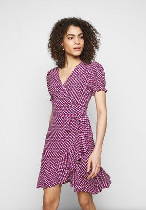 EMILIAMINI - Vapaa-ajan mekko - pink
