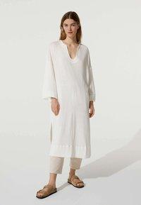 OYSHO - Stickad klänning - white - 0