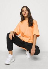 Missguided Petite - WASHED OVERSIZE TEE - T-shirts - orange - 3