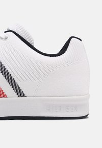 Tommy Hilfiger - SUSTAINABLE CUPSOLE STRIPES - Sneakers - white - 4