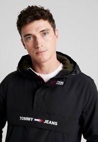 Tommy Jeans - PADDED POPOVER - Light jacket - black - 3