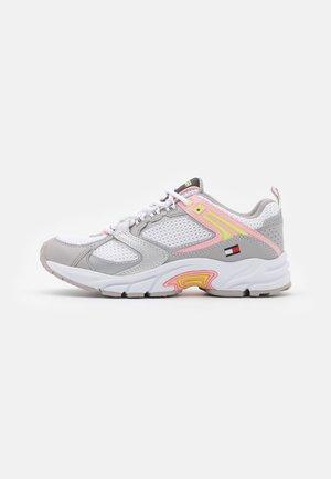 ARCHIVE RUNNER - Sneakers laag - sterling grey