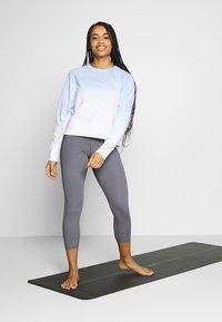 Cotton On Body - RAGLAN LONG SLEEVE CREW - Sweatshirt - dip dye skye blue - 1