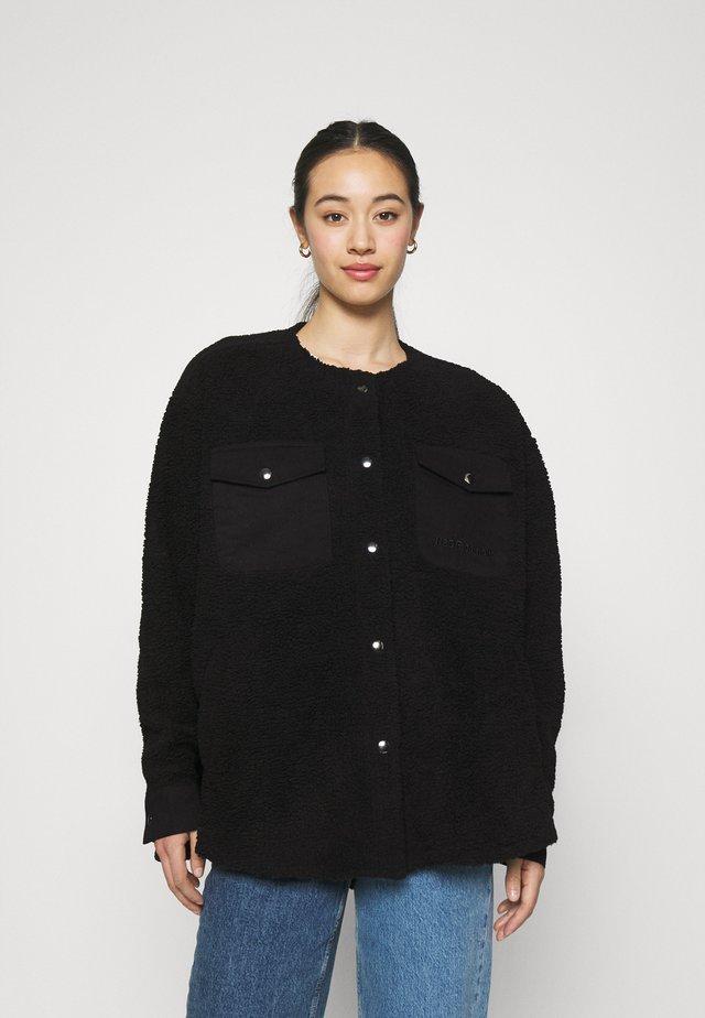 CHECKET PILE JACKET - Zimní kabát - black