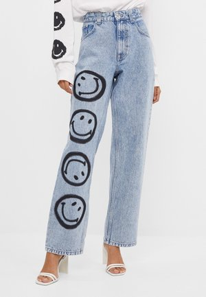 MIT SMILEY-PRINT - Jeans Straight Leg - blue denim