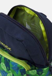 Vaude - MINNIE UNISEX - Rucksack - parrot green/eclipse - 2