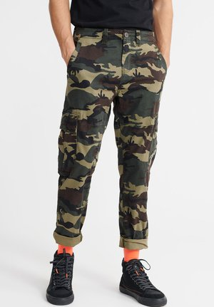 SUPERDRY CORE CARGO PANTS - Cargo trousers - green