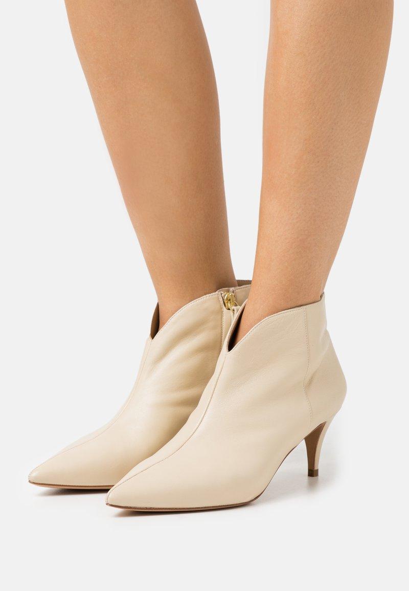 Pura Lopez - Ankle boots - cream