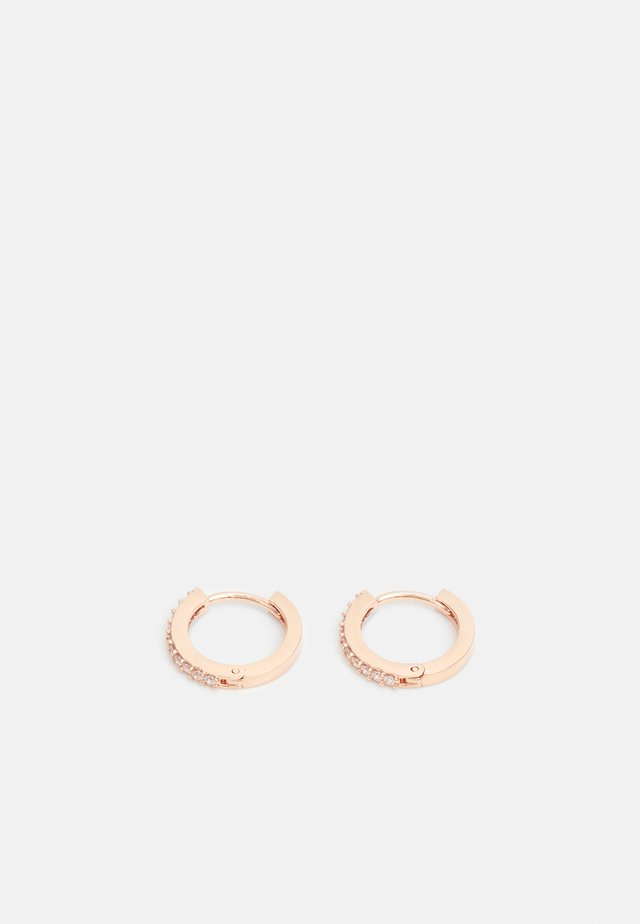 MINI PAVE HUGGIE HOOP EARRINGS - Örhänge - gold-coloured