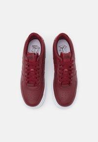 Nike Sportswear - AIR FORCE 1 PIXEL - Sneakers laag - team red/white - 4