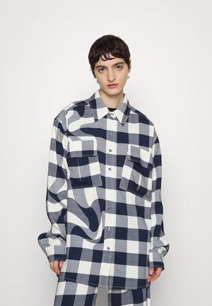 CHECK MATE - Button-down blouse - white/blue