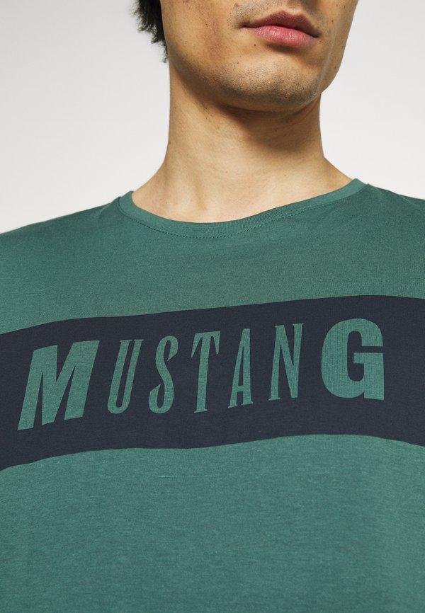 Mustang ALEX - T-shirt z nadrukiem - mallard green/zielony Odzież Męska SJCB
