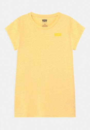 BATWING TEE - T-shirts basic - golden haze