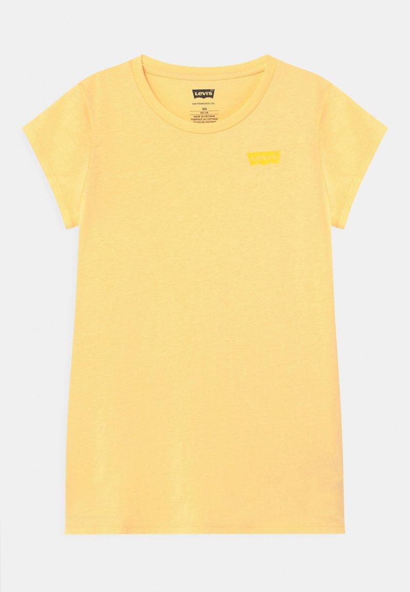 Levi's® - BATWING TEE - Jednoduché triko - golden haze