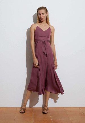 SATIN - Denní šaty - bordeaux