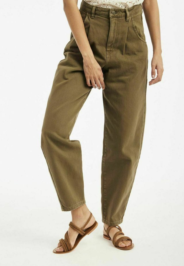 SLOUCHY - Relaxed fit jeans - green