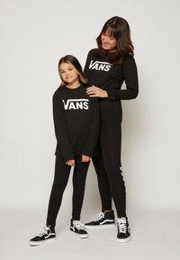 Vans - BY VANS CLASSIC LS BOYS - Pitkähihainen paita - black/white - 3
