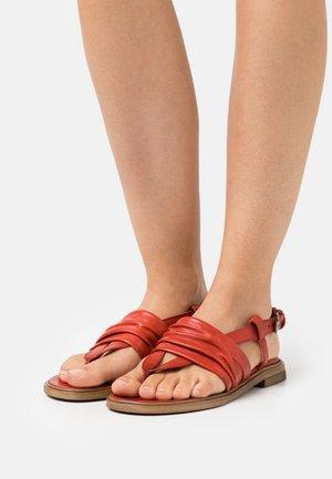 GRAM - T-bar sandals - scarlet
