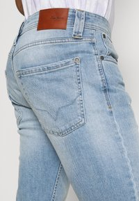 Pepe Jeans - CASH SHORT - Denim shorts - light blue - 4