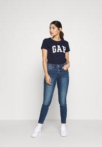 GAP Petite - TEE - Camiseta estampada - navy uniform - 1