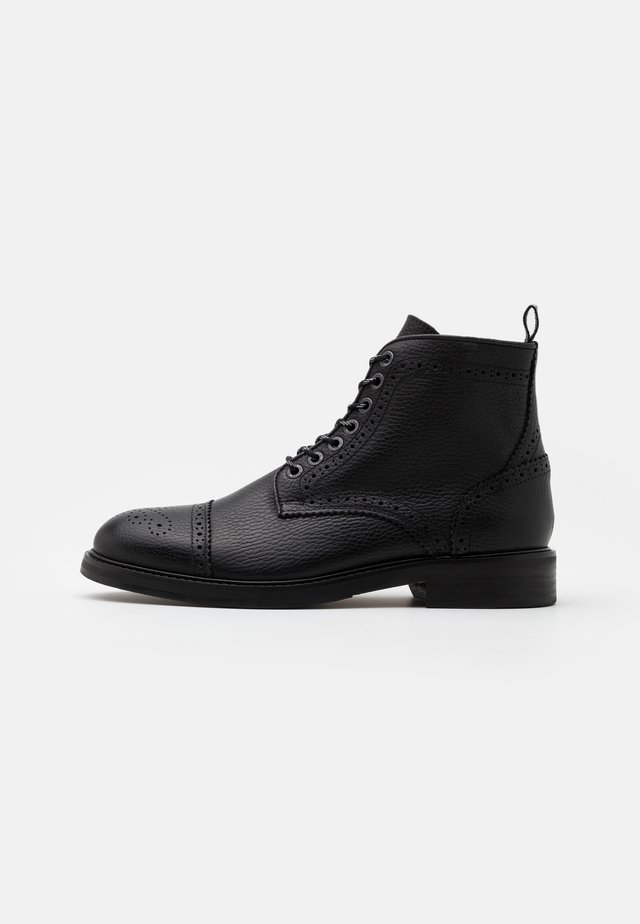 SLHNEIL BROGUE BOOT - Lace-up ankle boots - black