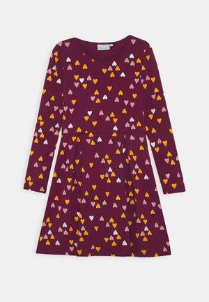 Žerzejové šaty - berry