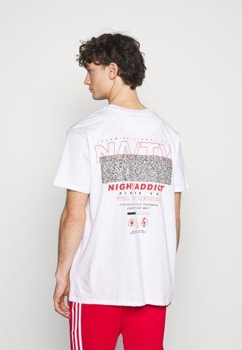NAPIRATE - T-shirt med print - white