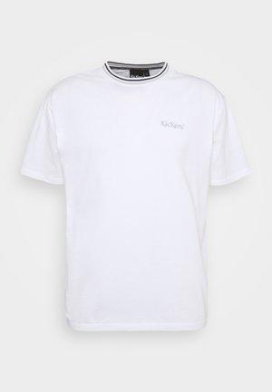 CLASSIC TEE - T-shirt z nadrukiem - white