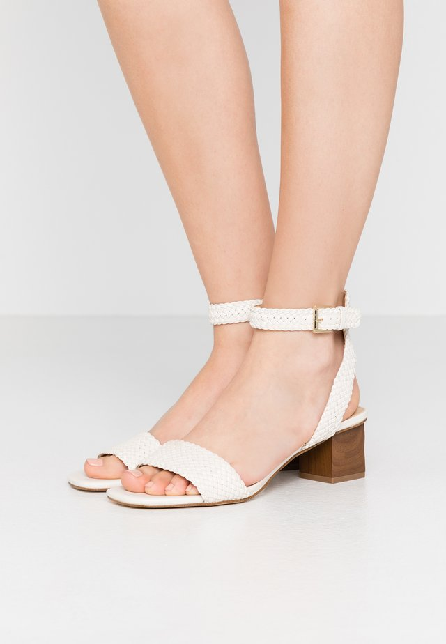 PETRA MID - Sandalen - light cream