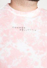 Common Kollectiv - RAGON TIE DYE - T-shirt z nadrukiem - pink - 6