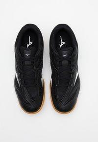 Mizuno - WAVE MEDAL 6 - Sportovní boty - black/white - 3