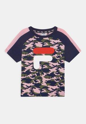 SADIE TEE  - T-shirt print - rose/black iris/pink mist
