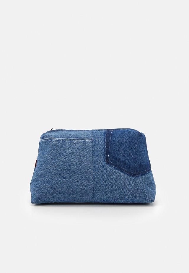 LEVI'S® X PORTO ALEGRE LARGE DENIM POUCH - Trousse - blue denim