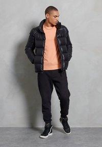 Superdry - LUXE ALPINE  - Down jacket - black - 0