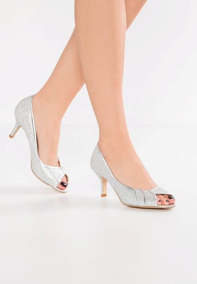 GRACIA - WIDE FIT - Classic heels - silver