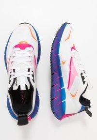 Reebok Classic - ZIG KINETICA HORIZON - Sneakersy niskie - white/vector blue/proud pink - 1